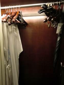ソフィテルレジェンド 新館 プレミアムルーム クローゼット 部屋着と傘