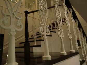 ソフィテルレジェンド スパ 2階へと続く階段