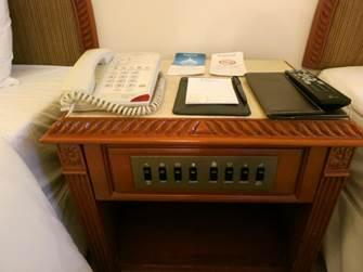 ハノイ フォーチュナホテル デラックス サイドテーブル