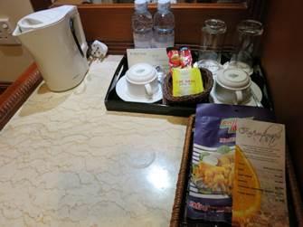 ハノイ フォーチュナホテル デラックス 湯沸し器とティーセット