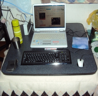 こたつに移動したパソコン