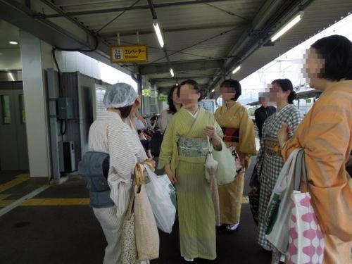 駅にて帽子装着!