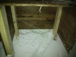 浄化槽のブロアー用の木箱の内側
