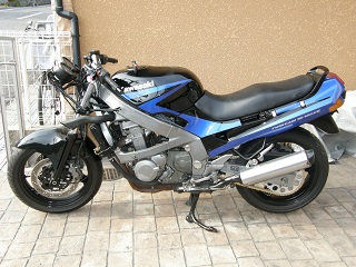 ZZR400339.jpg