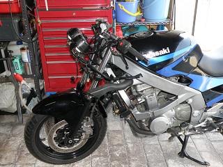 ZZR400381.jpg