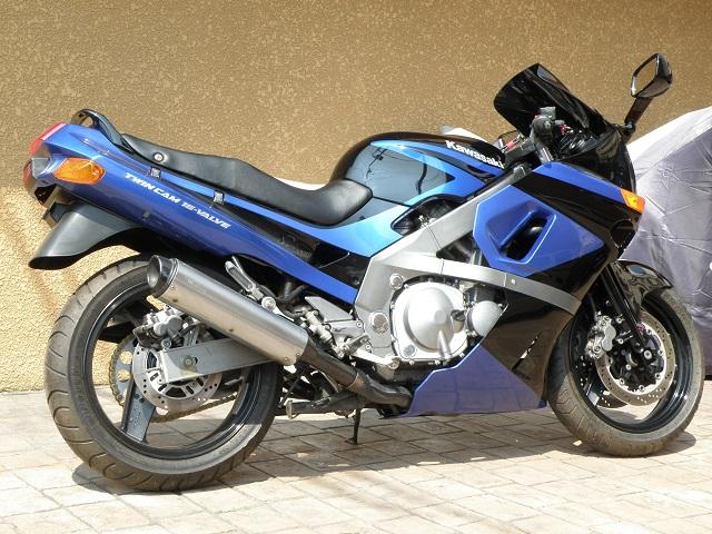 ZZR400414.jpg