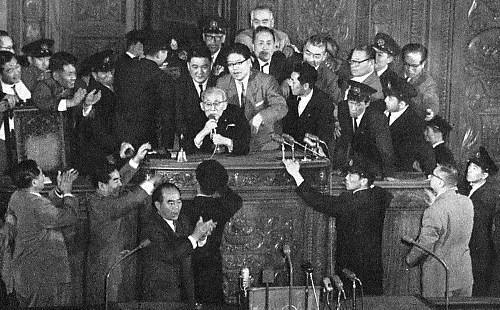 1960_Protests_against_the_United_States-Japan_Security_Treaty_01.jpg