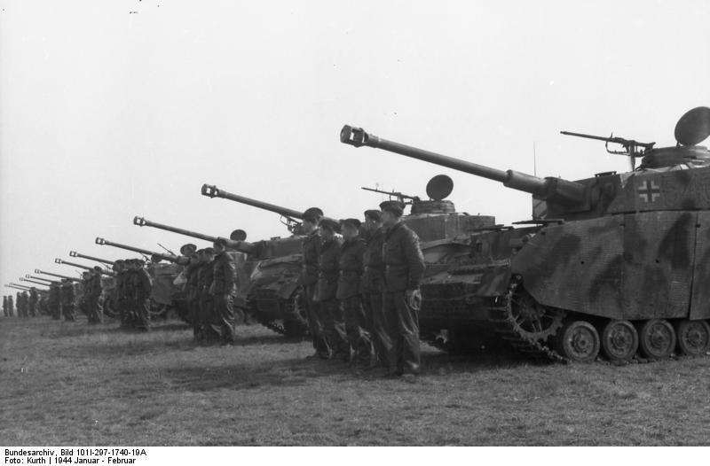 Bundesarchiv_Bild_101I-297-1740-19A,_Frankreich,_SS-Division_Hitlerjugend,_Panzer_IV