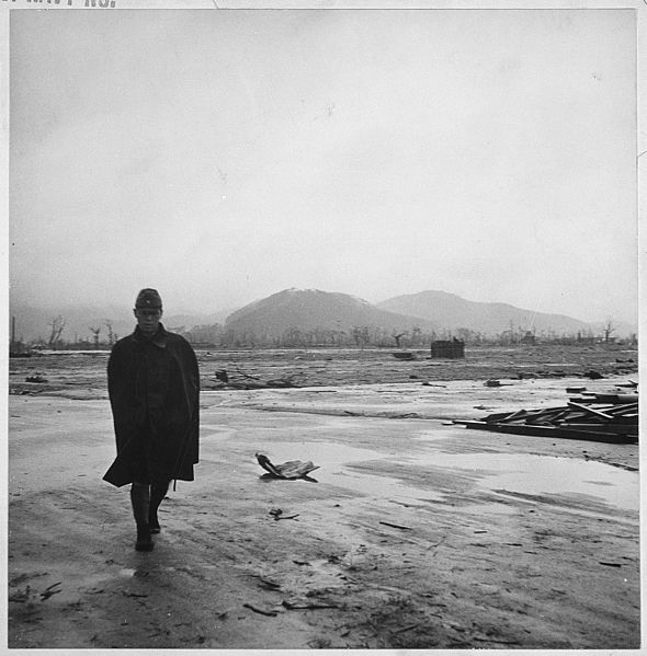 590px-Navy_photographer_pictures_suffering_and_ruins_that_resulted_from_atom_bomb_blast_in_Hiroshima,_Japan._Japanese..._-_NARA_-_520932