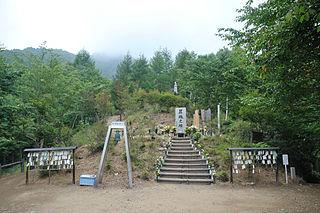 320px-Cenotaph_of_the_japan_air_flight_123_at_osutaka_Ridge_.jpg