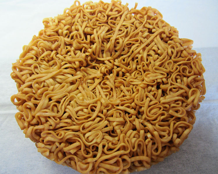 750px-Chicken_ramen_egg_pocket.jpg