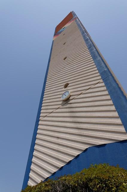 接近して見た公団星の原団地の給水塔