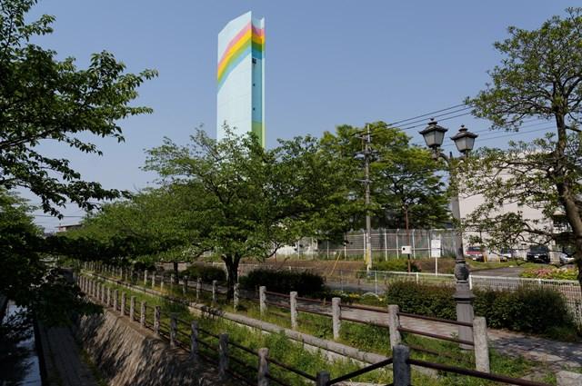 公団堤団地の給水塔と一本松川