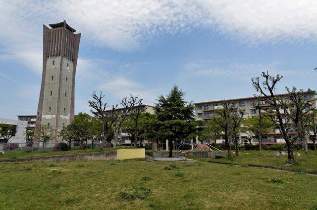 福岡県営壱岐団地の公園と給水塔