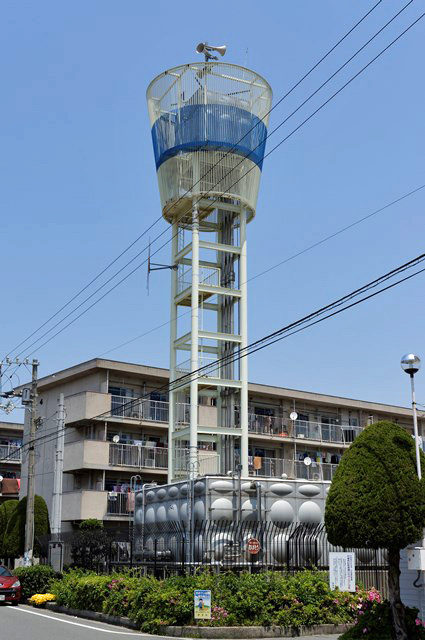 伊予市営鳥ノ木団地の給水塔