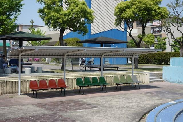 公団星の原団地のベンチ