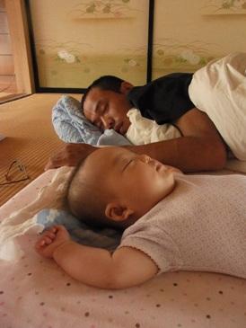0701お父さんと昼寝