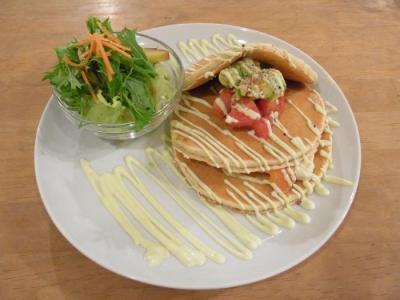 パンケーキママカフェVoiVoi(豆腐とサーモン&アボカドの和風カプレーゼ)