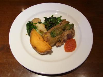 la Terre maison(豚肉のスペアリブ香草パン粉焼き 有機野菜を添えて¥1260)