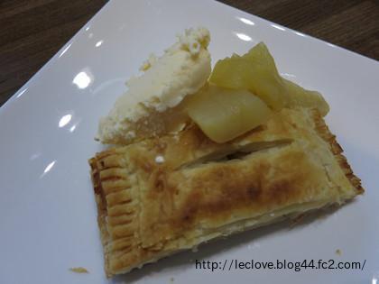 アップルパイonアイスリンゴ煮添え