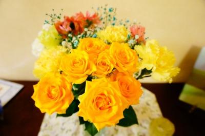 花束を花瓶に生けました
