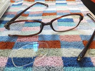破壊されたPC眼鏡