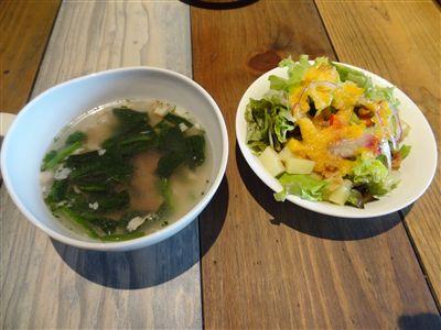 Cランチのスープとサラダ