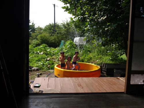 20130810居間からプール