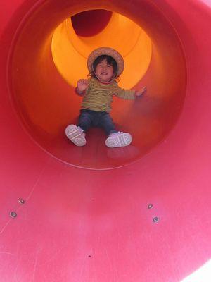 トンネル滑り台