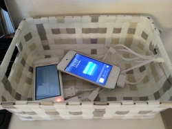 リビングの携帯充電エリア