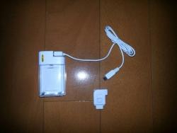 防災用FOMAとスマホの充電器
