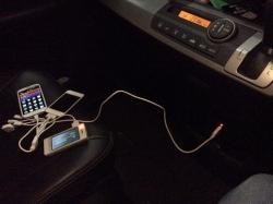 【車快適生活】 もう専用USBケーブル/ACアダプタ持ち込み不要!シガーライター電源で7種携帯機器同時充電♪