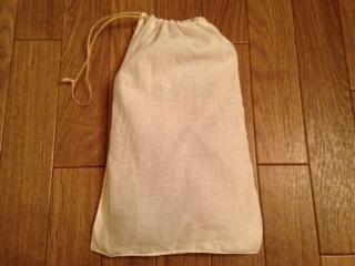 バブーシュを入れた手作り巾着袋画像