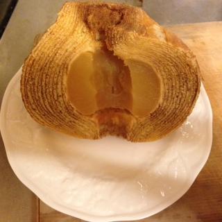 丸ごとりんごが入ったバームクーヘン画像