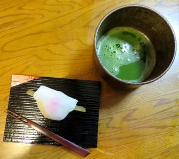 2014_01 02_抹茶と花弁餅