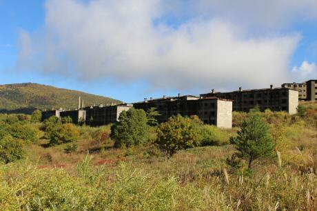 旧松尾鉱山アパート群02(2013.10.10)