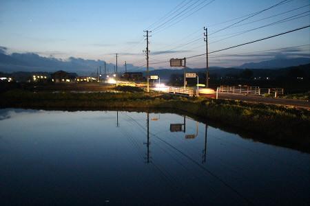 夜水田と花輪線01(2013.5.16)