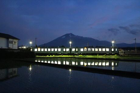 花輪線と水田01(2013.5.30)