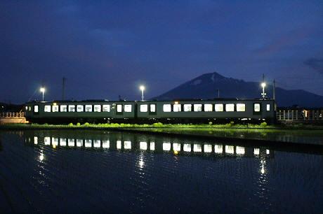 花輪線と水田02(2013.5.30)