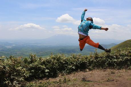 七時雨山開き00(2013.6.2)ジャンプ!
