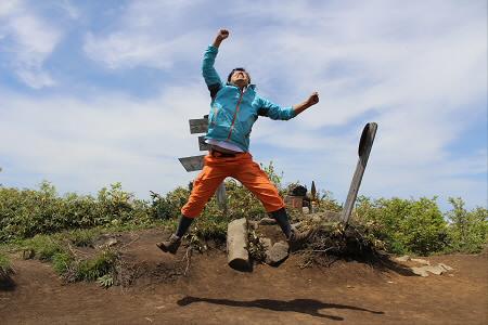 七時雨山開き62(2013.6.2)ジャンプ!