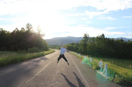 岩手山パノラマライン01(2013.6.13)ジャンプ!