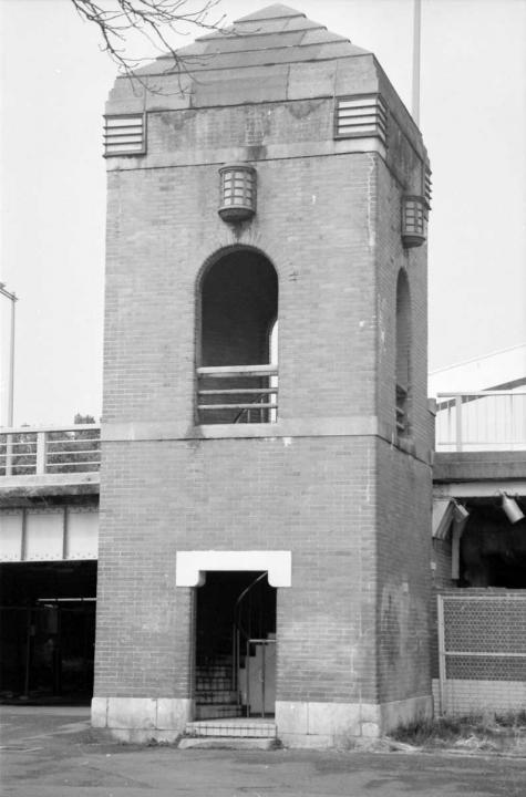 ベッヒャー風螺旋階段塔