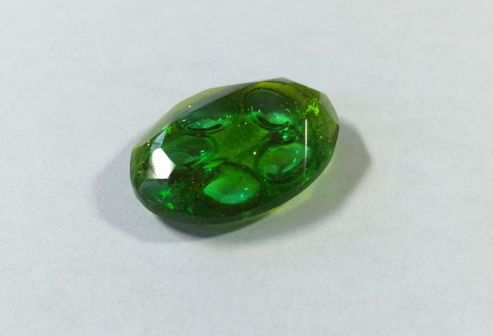 04レジン緑宝石型