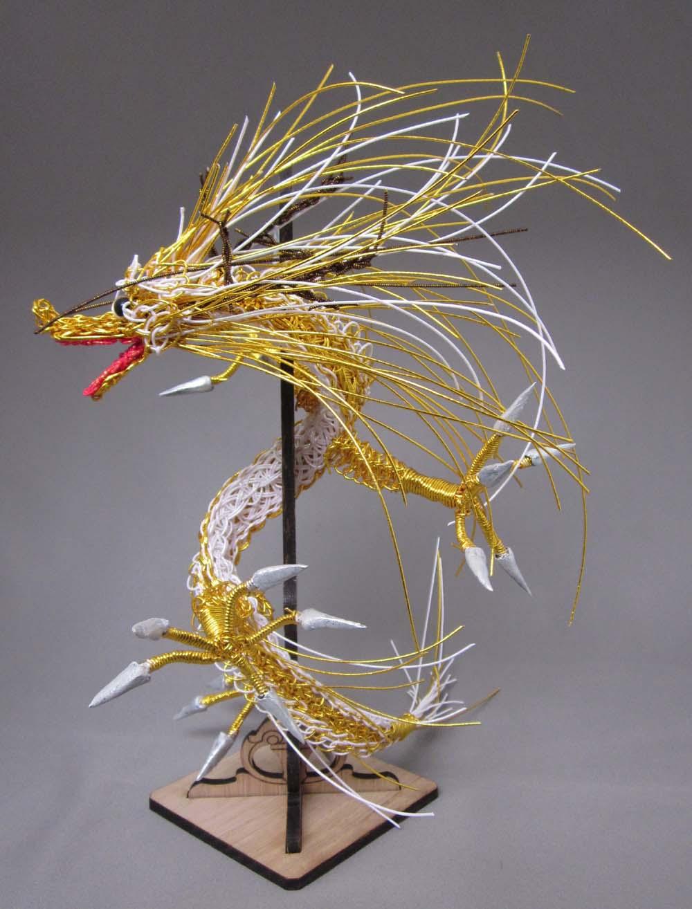 剣龍金色 背景グレー其の三