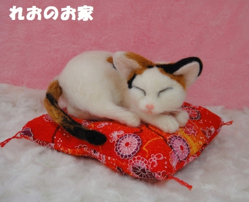 三毛猫ねんね1
