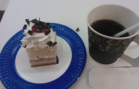 Kakku kahvi tarjoilu
