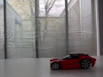 変形するRCカー