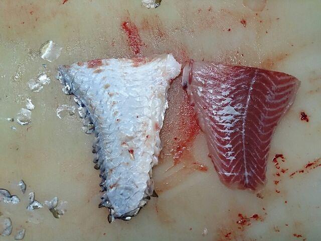 鯉三枚下ろし皮と身