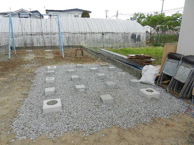 飯田川 イナバ物置 002